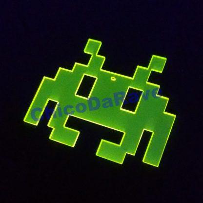 Colar Space Invaders 8cm amarelo fluorescente